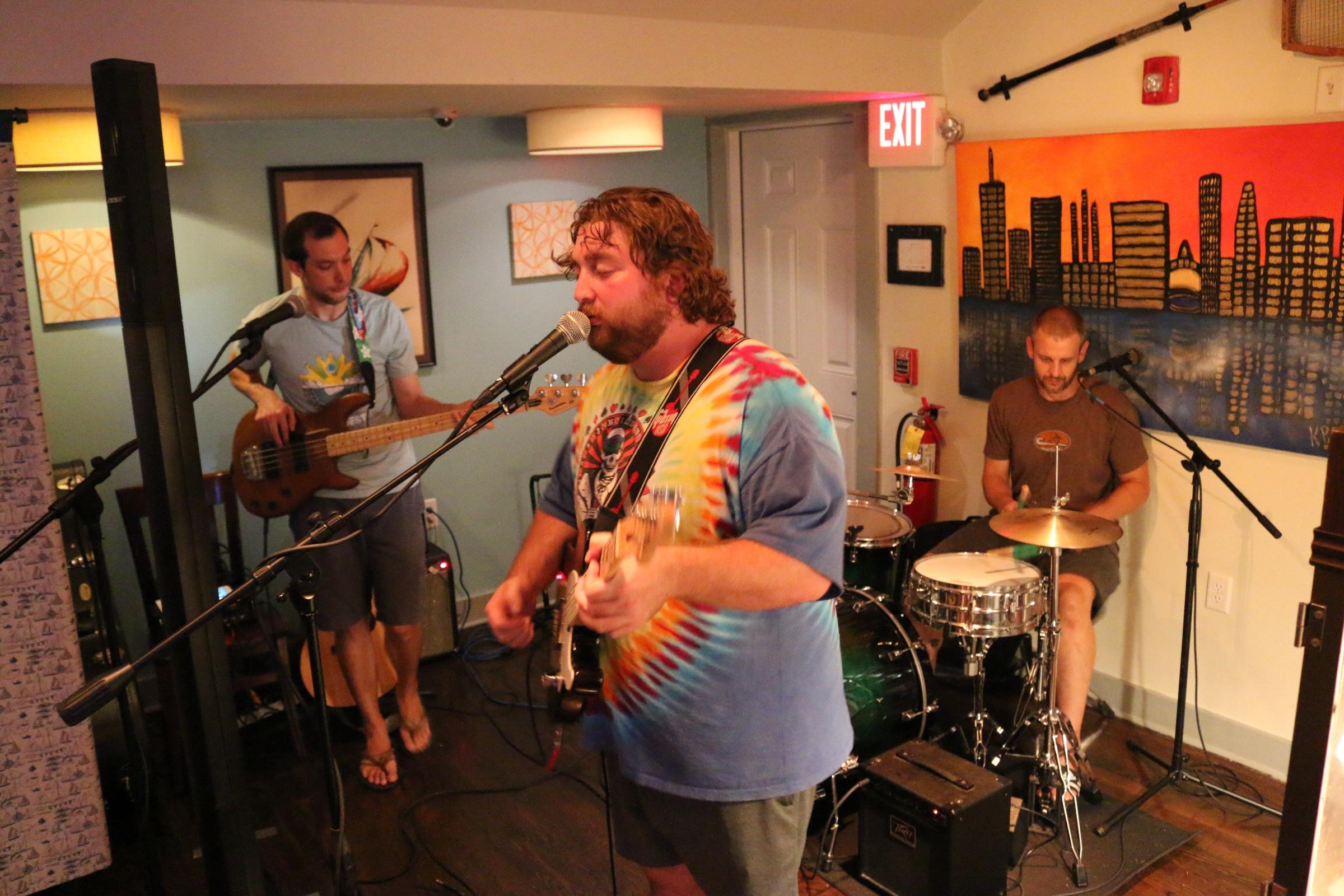 tar bar live music